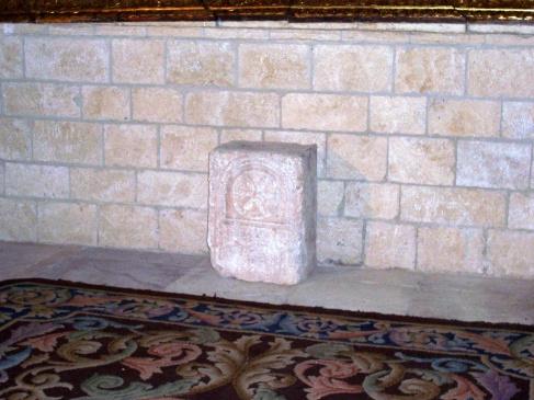 Estela en Altar Iglesia Poza